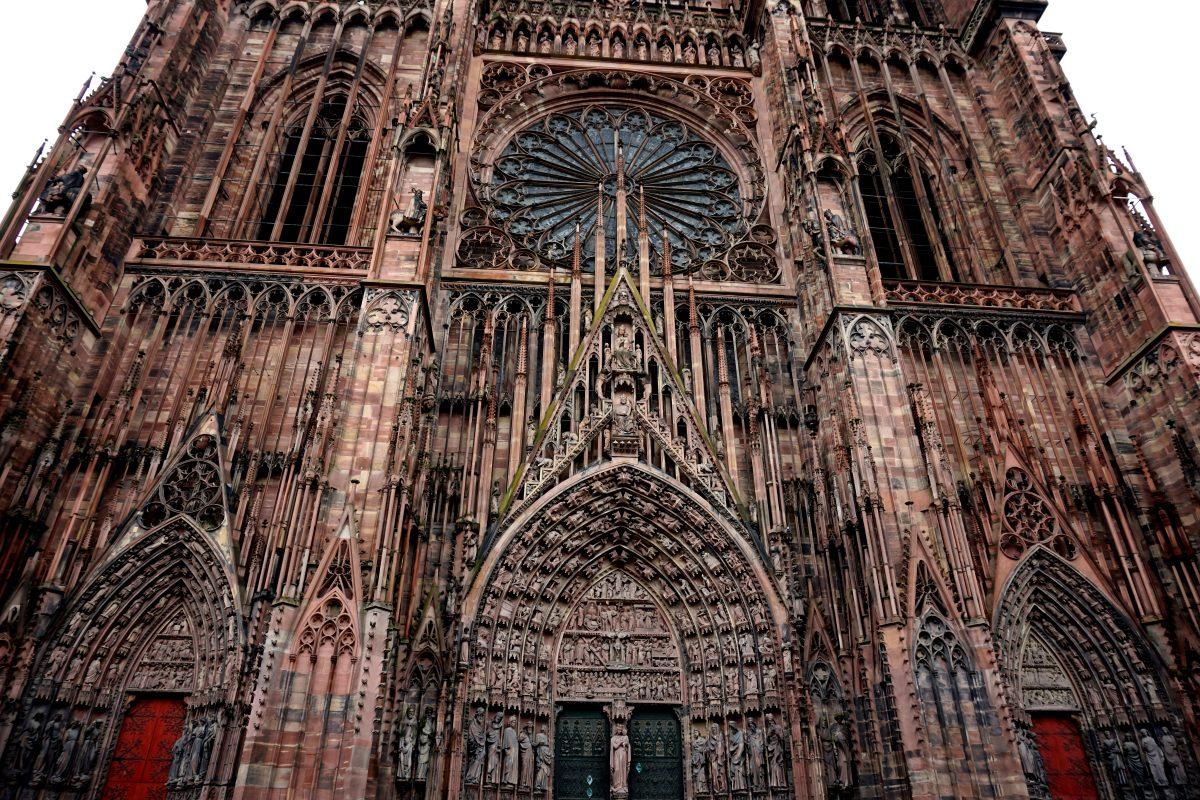 Foto dell'imponente cattedrale di Strasburgo.