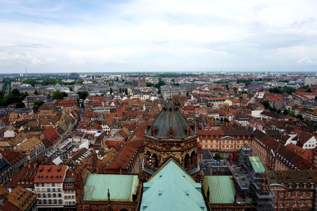 Foto panoramica di Strasburgo scattata dalla cattedrale.