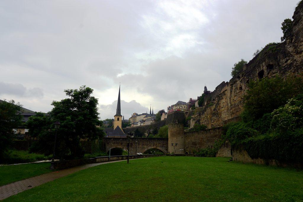 Foto della Rue de la Corniche a Lussemburgo.