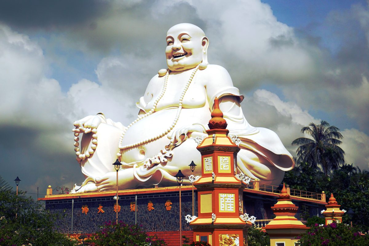 Foto del Buddha della Pagoda Vinh Trang a My Tho, Vietnam.