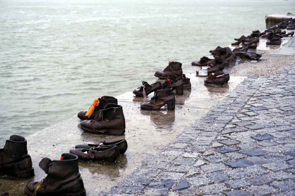 Foto delle Scarpe in riva al Danubio a Budapest.