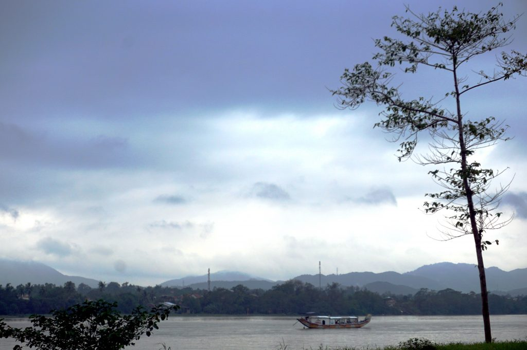 Foto del Perfume River a Hue, Vietnam.