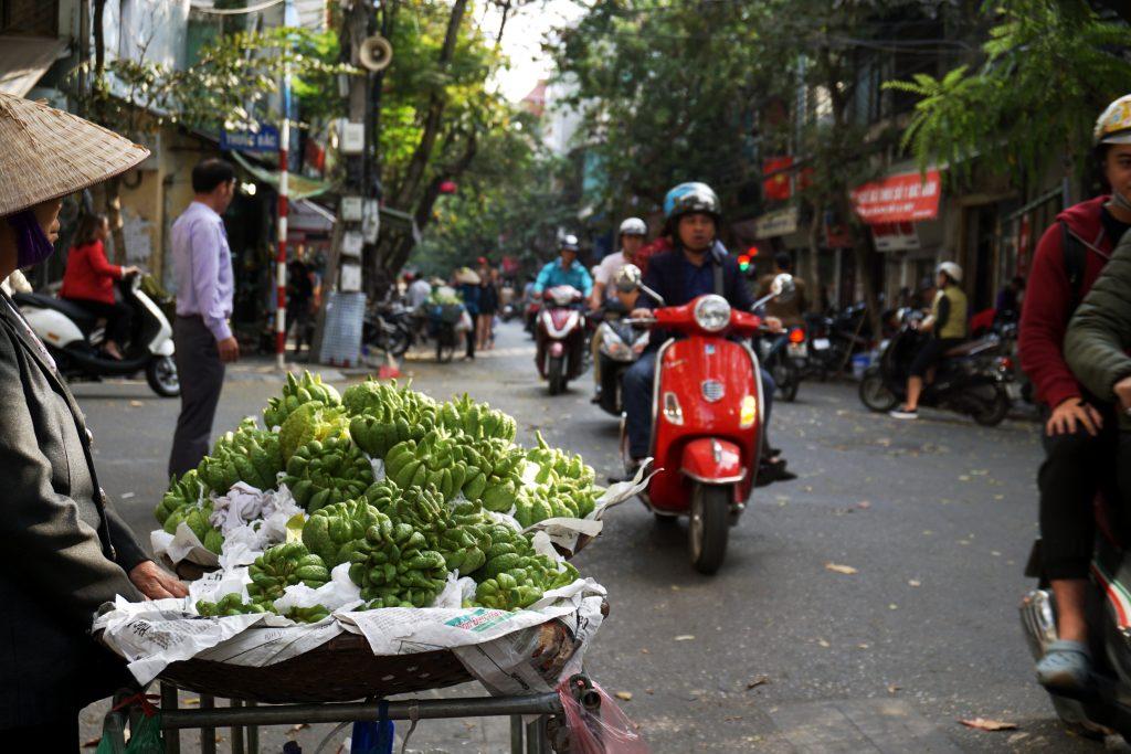 Foto di una strada ad Hanoi, Vietnam.