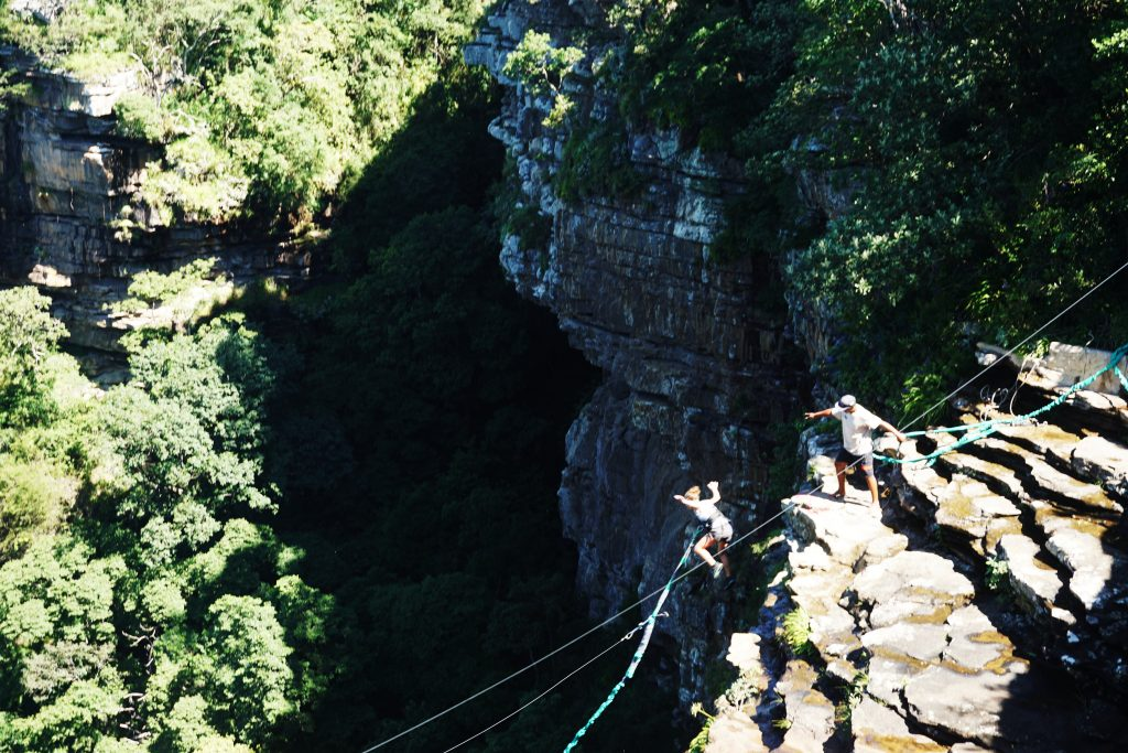 Foto del wild swing nella Oribi Gorge Nature Reserve, una cosa da visitare nei dintorni di Durban, Sudafrica..