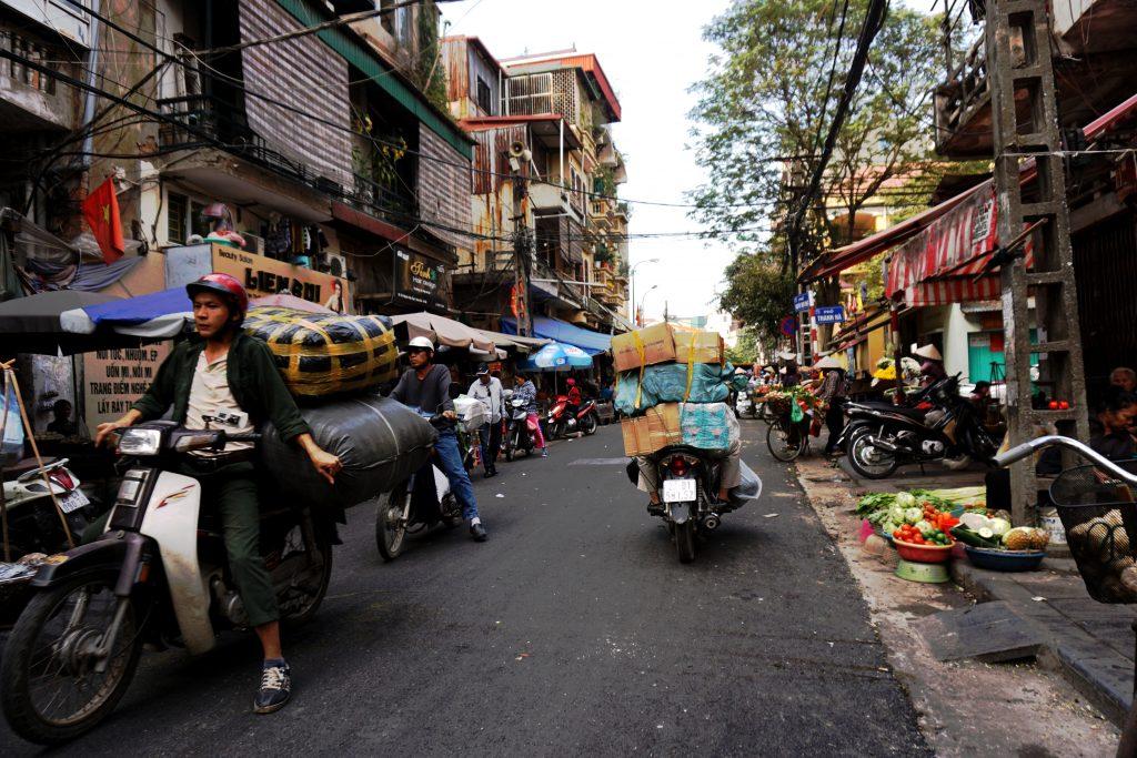 Foto del mercato coperto di Dong Xuan ad Hanoi, Vietnam.