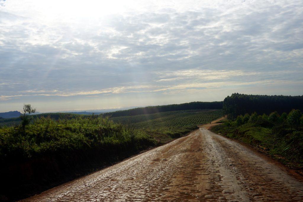 Foto di una strada sterrata nel nord dello Swaziland.