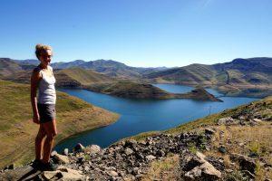 Foto del lago artificiale creato dalla Mohale Dam.