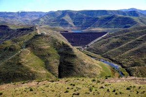 Foto panoramica della Mohale Dam.