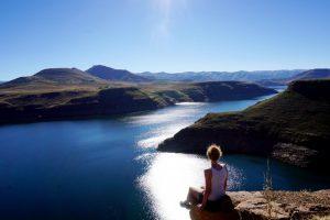 Foto del lago artificiale dalla Katse Dam.