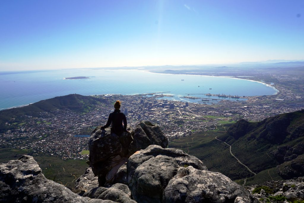 Foto di Cape Town vista dalla cima di Table Mountan, l'ultima tappa dell'itinerario di 4 settimane in Sudafrica.