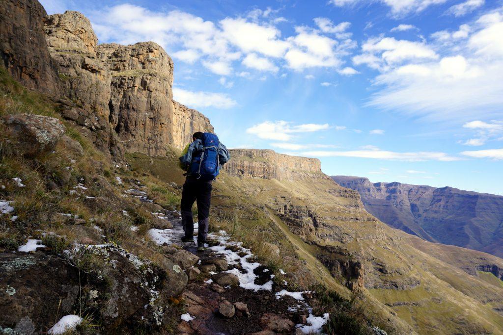 Foto del sentiero per le Tugela Falls e Amphitheatre, Drakensberg, Sudafrica.