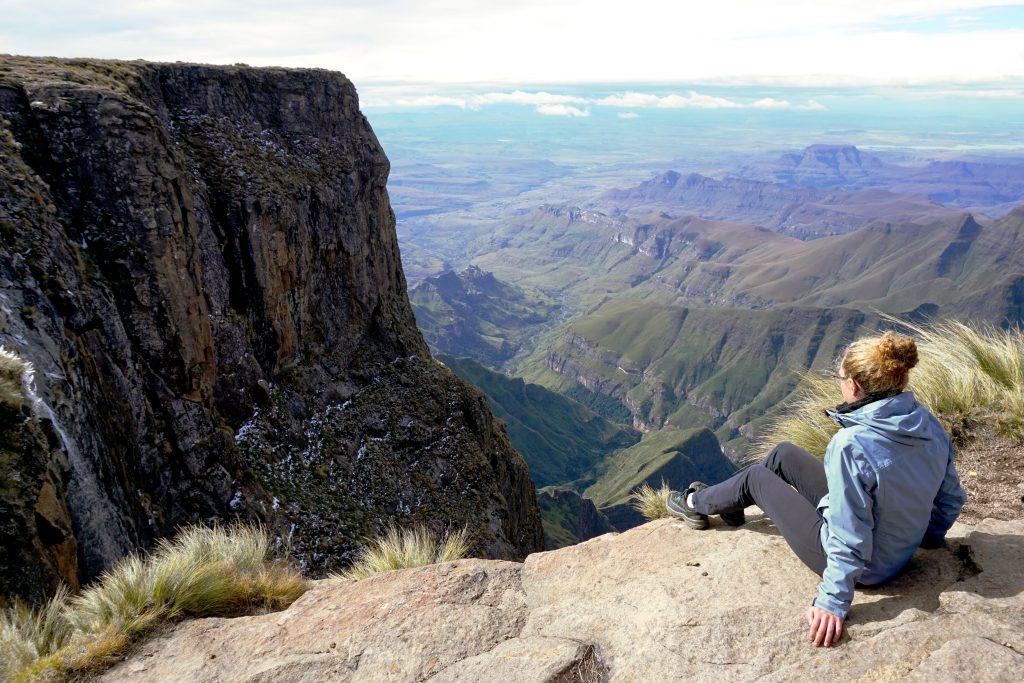 Foto dalla cima dell'Amphitheatre con vista sulle Tugela Falls, Drakensberg, Sudafrica.