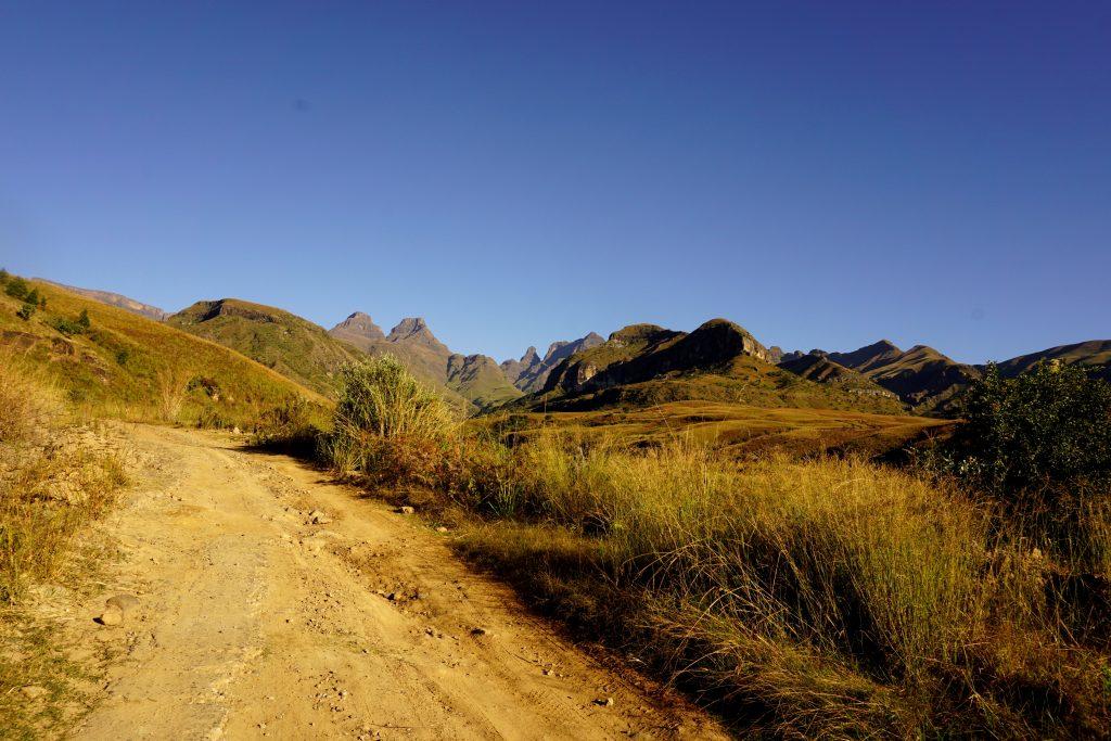 Foto del paesaggio intorno Cathedral Peak, Drakensberg, Sudafrica.