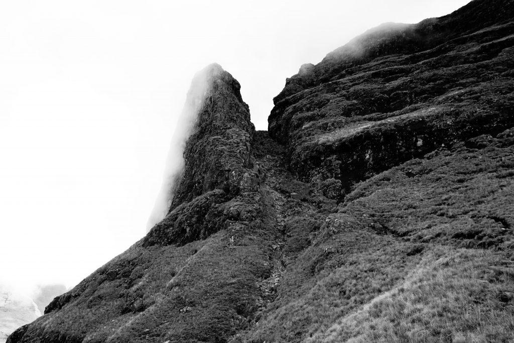 Foto della cima di Cathedral Peak nelle Drakensberg, Sudafrica.