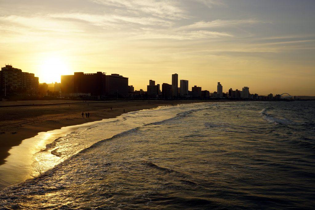 Foto della spiaggia e la Golden Mile di Durban, Sudafrica.