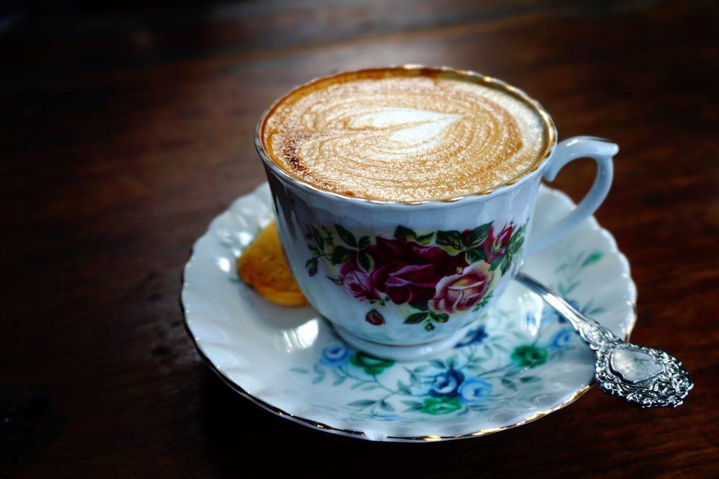 Foto di un cappuccino all'Antique Cafe di Durban, Sudafrica.