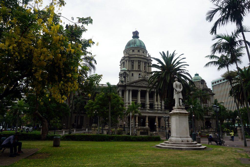 Foto della piazza del municipio di Durban.