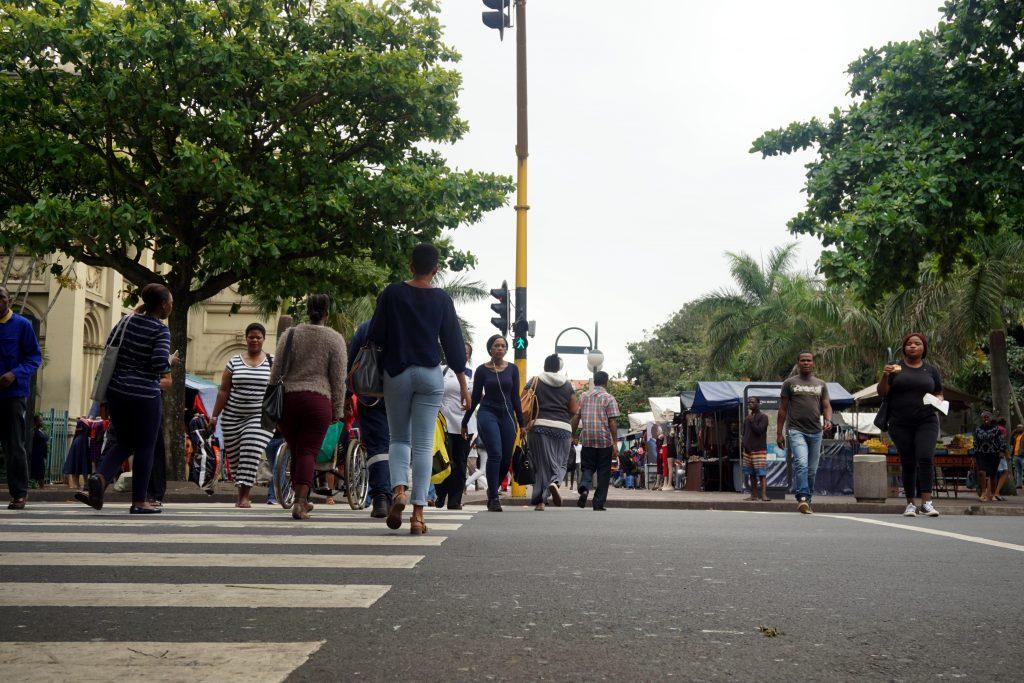 Foto di una strada affollata a Durban, Sudafrica.