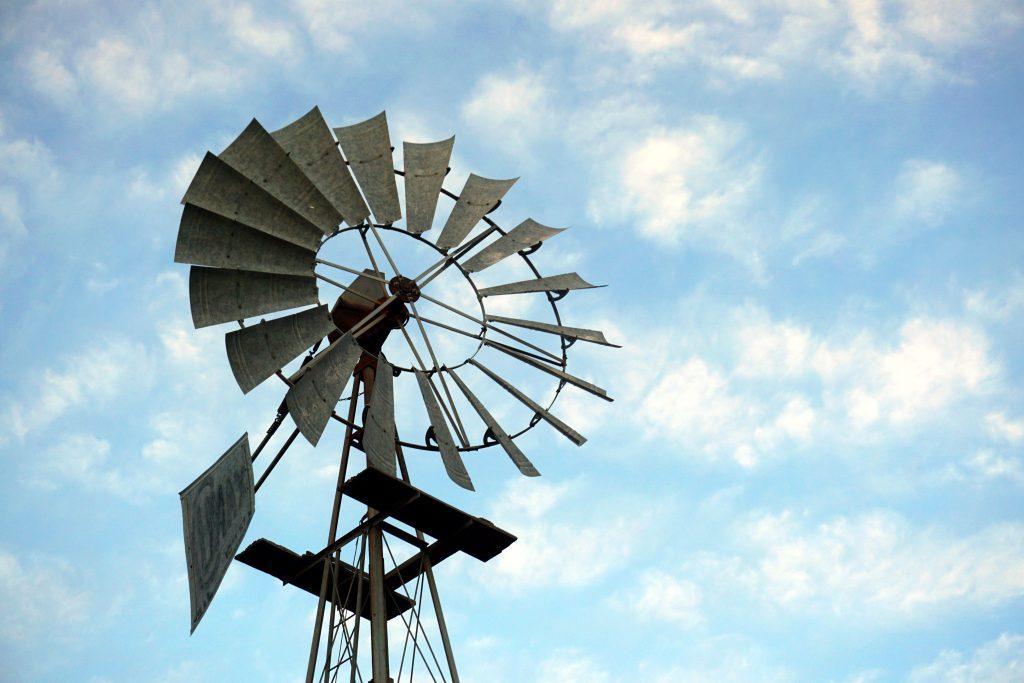Foto di una pompa eolica nel Karoo, Sudafrica.