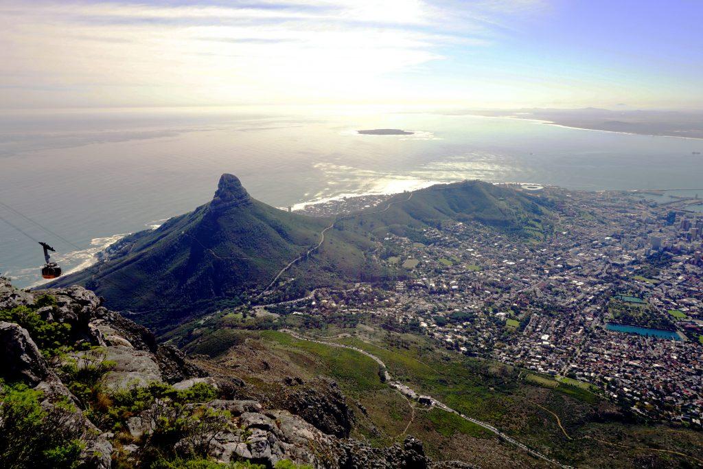 Foto della vista su Signal Hill e Lion's Head da Table Mountain, Cape Town.