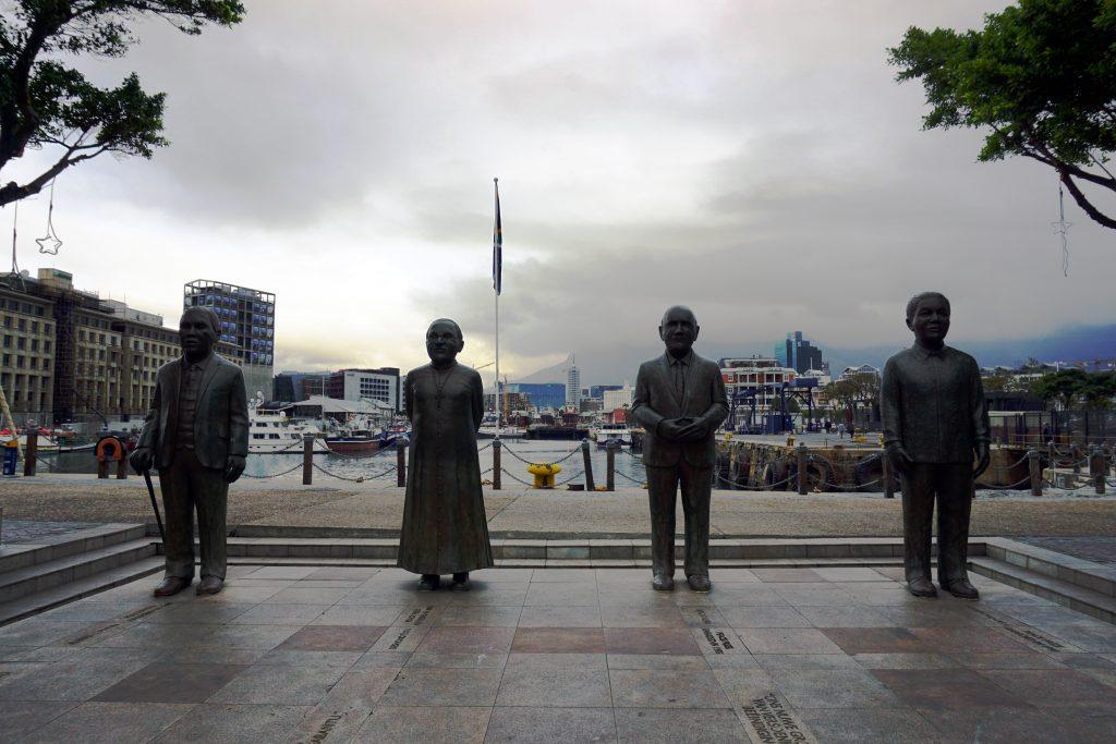 Foto dei 4 premi Nobel sudafricani nella Nobel Square.