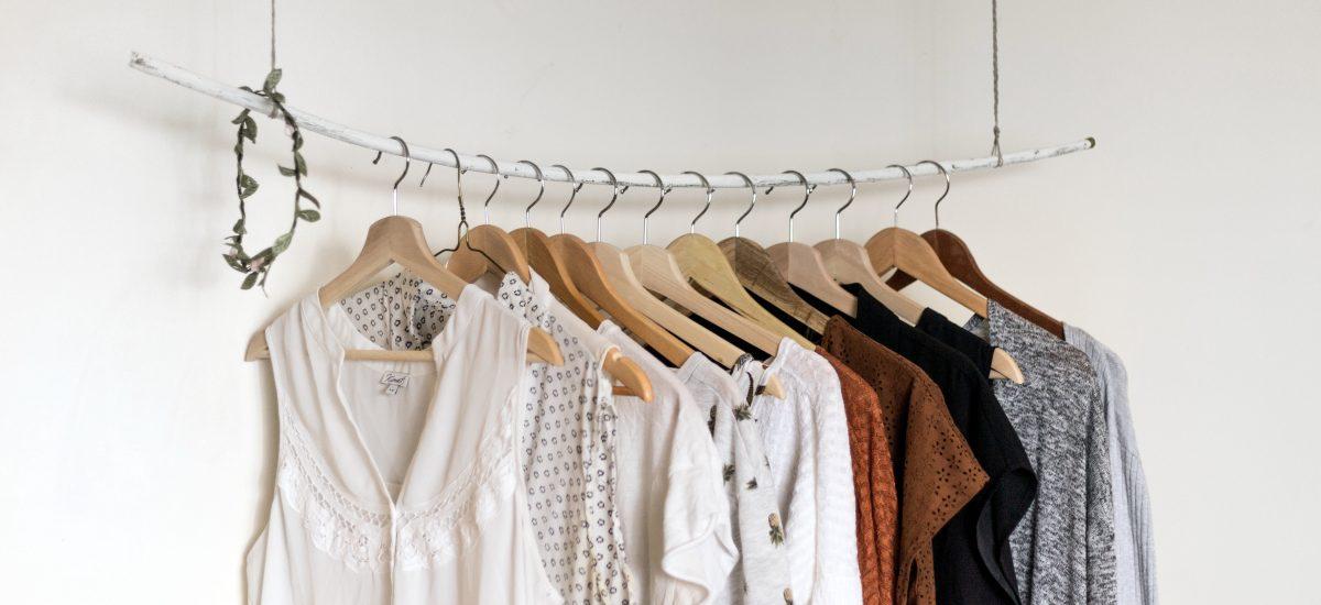 Come scegliere i vestiti per un viaggio? Consigli pratici