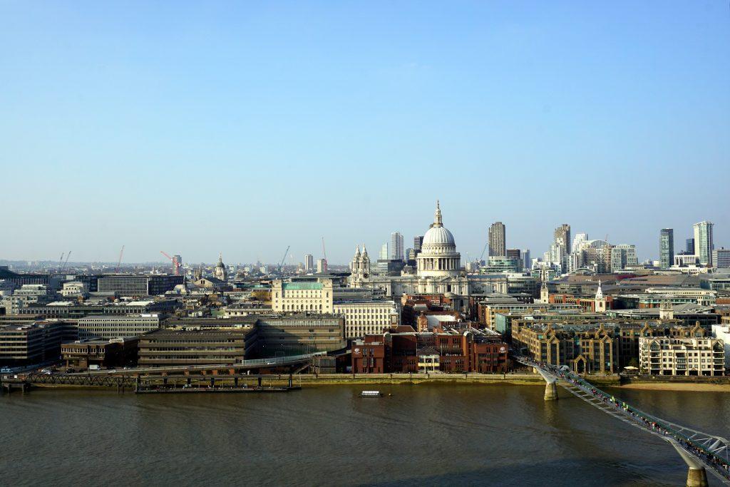 Foto panoramica di Londra scattata dalla cima del Tate Modern.