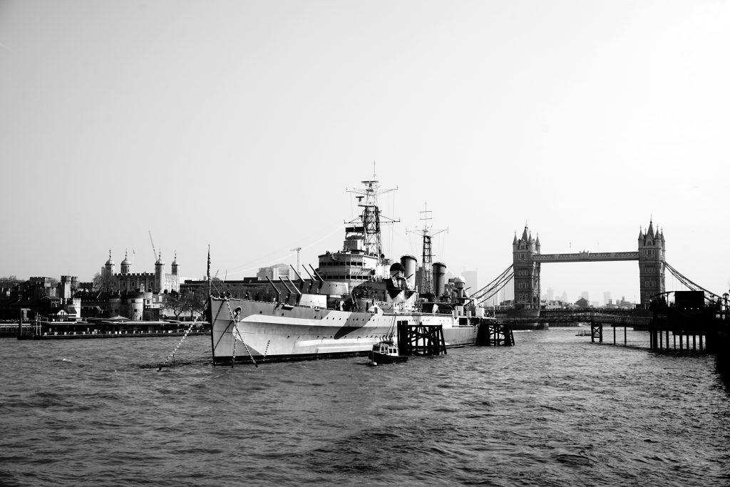 Foto del Tamigi e il famoso Tower Bridge a Londra.