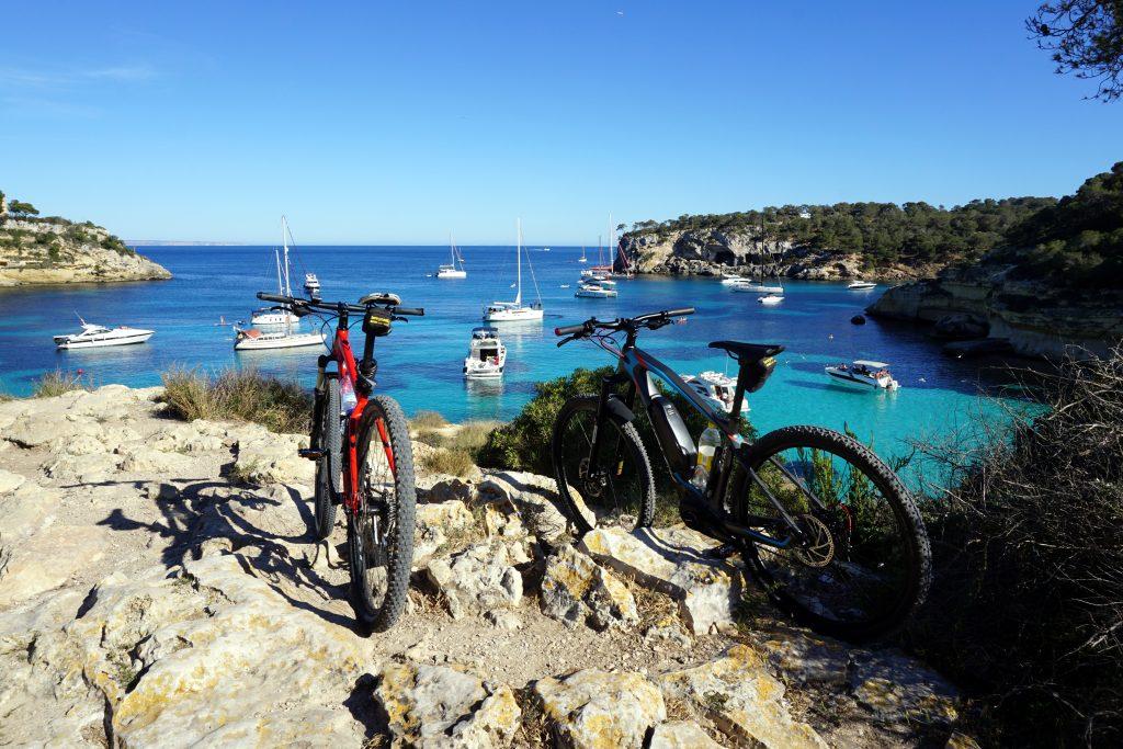 Foto di due biciclette a Maiorca.