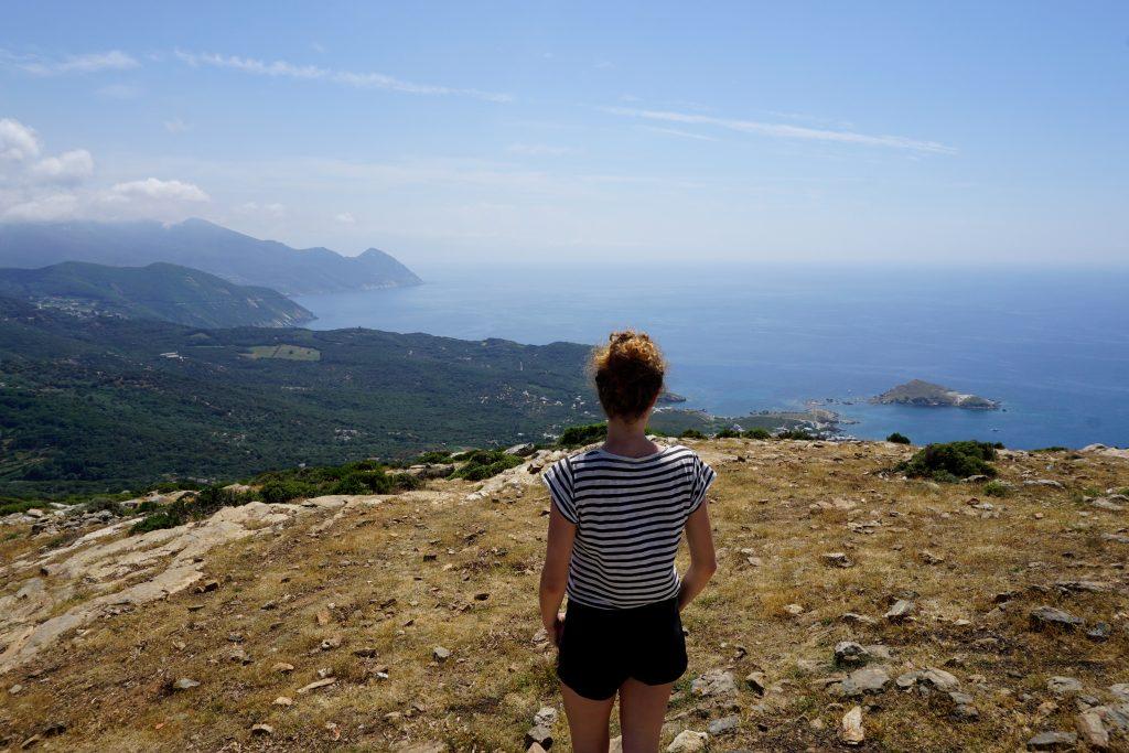 Foto del panorama dal Moulin Mattei a Cape Corse, Corsica.