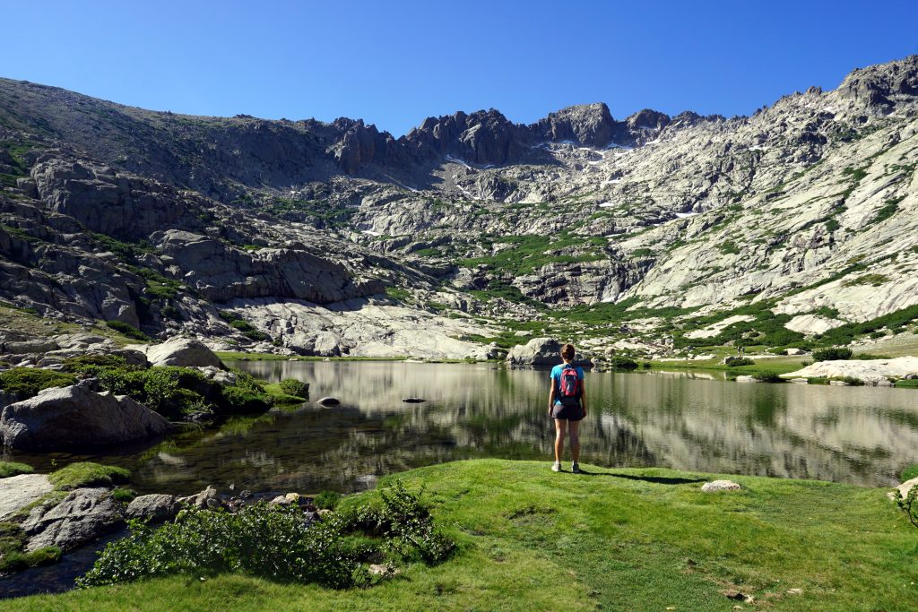 Vista sul Monte Rotondo dal lago.