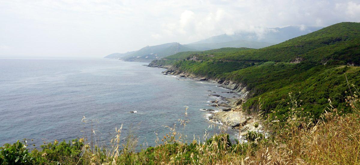 Foto del litorale a Cape Corse, Corsica.