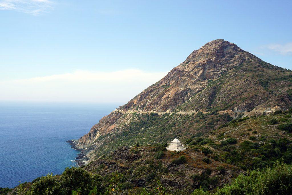 Foto di una tomba a Cape Corse, Corsica.