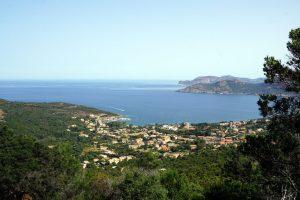 Foto del paesino di Galeria, Corsica.