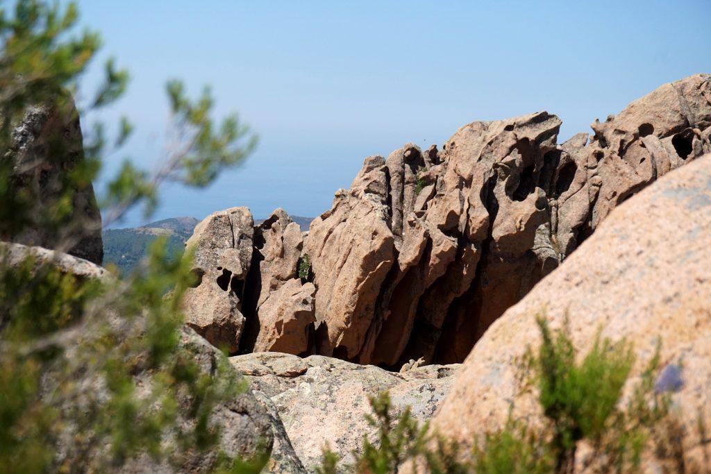 Foto delle particolari formazioni rocciose delle Calanche di Piana.