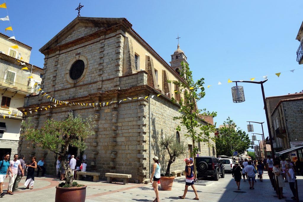 Fotografia della chiesa di Porto Vecchio, Corsica.