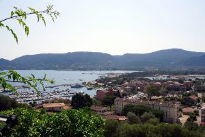 Vista dall'alto del porto di Porto Vecchio, Corsica.