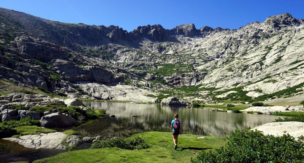 Foto del Monte Rotondo dal lago sottostante.