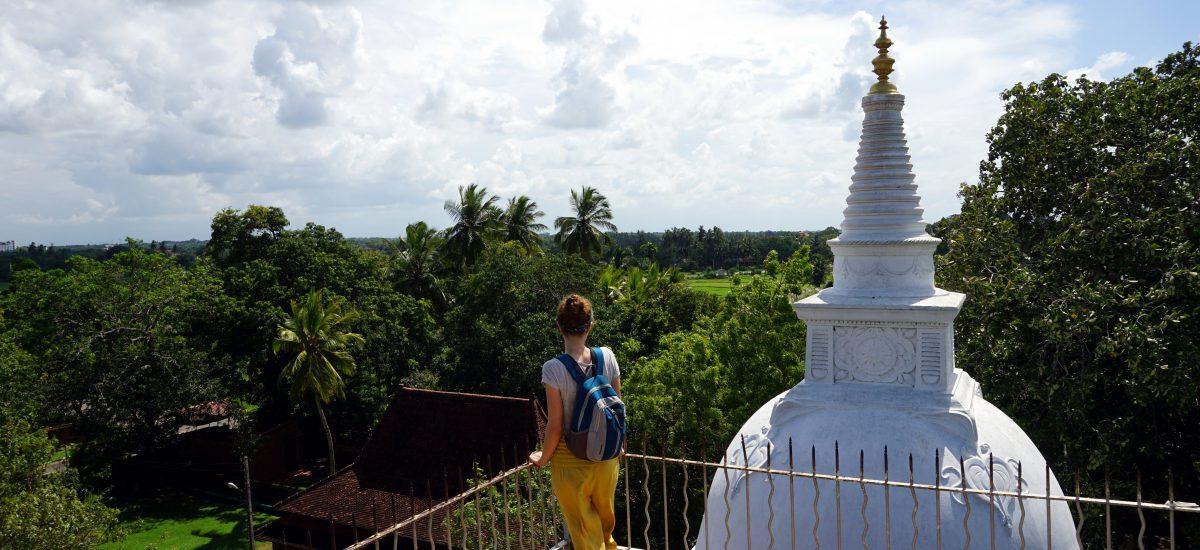 Foto di una piccola stupa in Sri Lanka.
