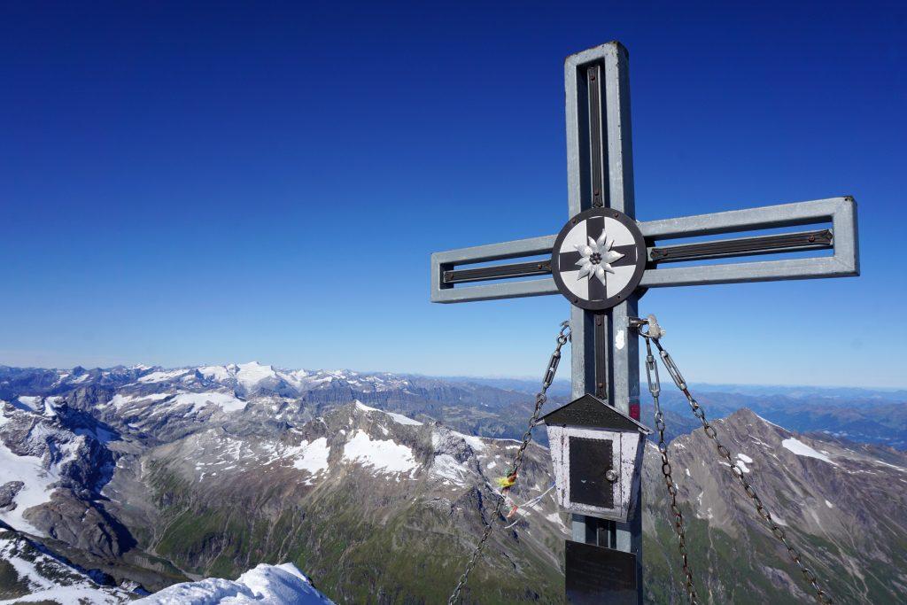 Foto della croce sulla cima del Großes Wiesbachhorn.